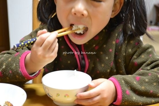 子供が食べる白い米紀宝町産コシヒカリ